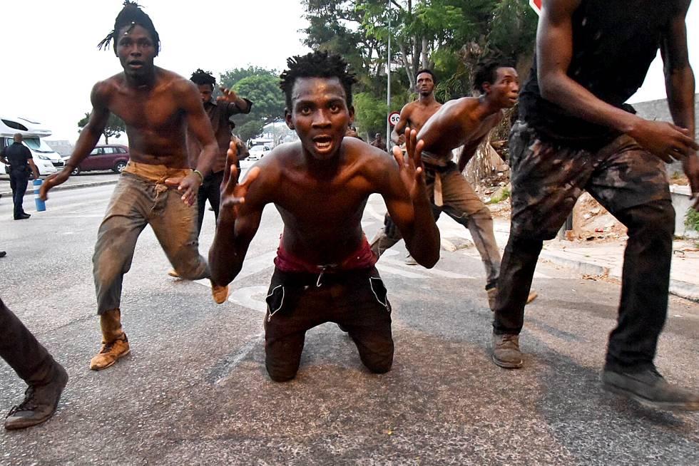 Invazisté vstupují do domovů obyvatel Kanárských ostrovů (videa)