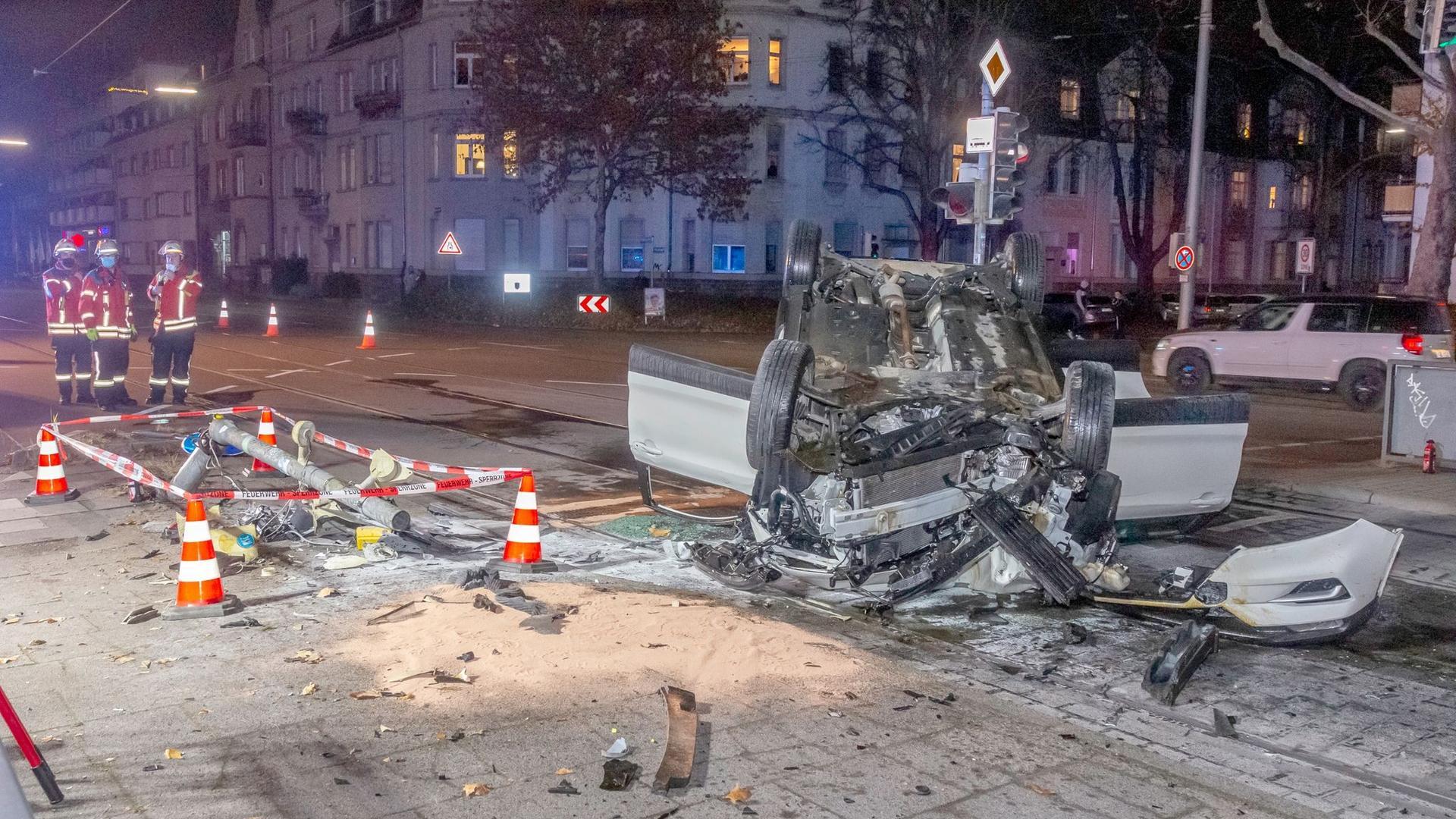 V Karlsruhe řádil Alžířan s nožem, autem i kamionem (video)