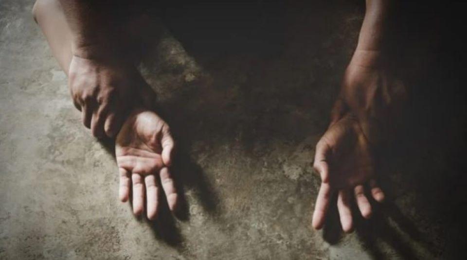 Francie: Libyjec znásilnil ženu v parku, při zatýkání zranil policistu