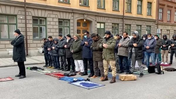 """""""Islám zvítězí"""", prohlásil imám na demonstraci ve Švédsku (video)"""