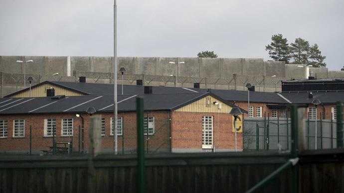 Totálně přeplněné věznice – důsledek vítačské politiky Švédska