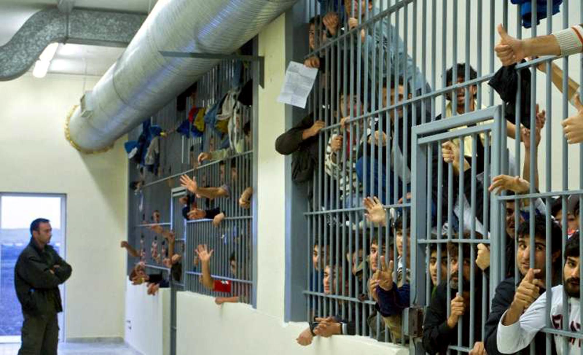 Kriminálník dostal kompenzaci 5 tisíc eur za to, že v rumunských věznicích neměl halal stravu a modlitebnu