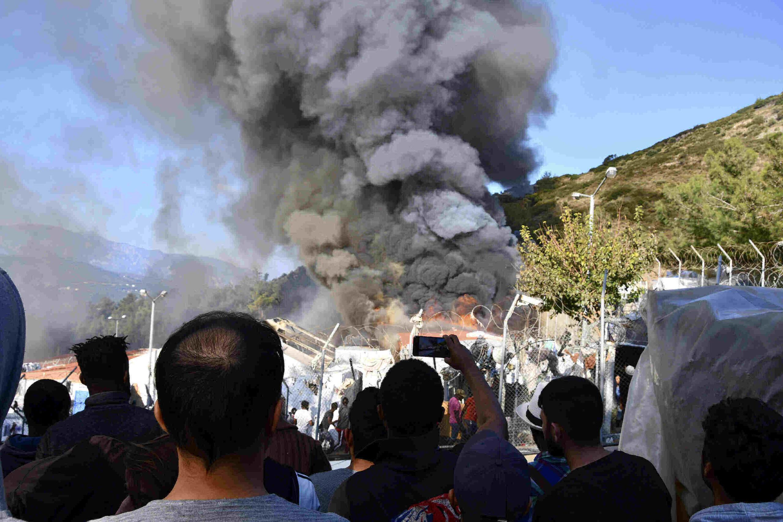 Další záměrně založený požár v Řecku – tentokrát na ostrově Samos (videa)
