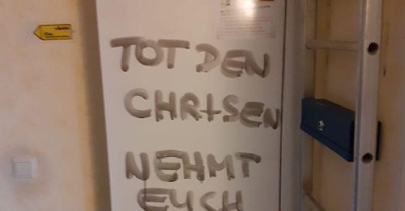 """Ve Vídni se objevily nápisy """"smrt křesťanům"""""""