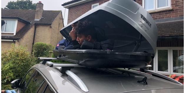 Nový způsob přepravy nelegálních vetřelců do Velké Británie (video)