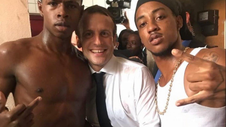 Macron chce pojmenovat stovky ulic a významných míst po černoších a Arabech