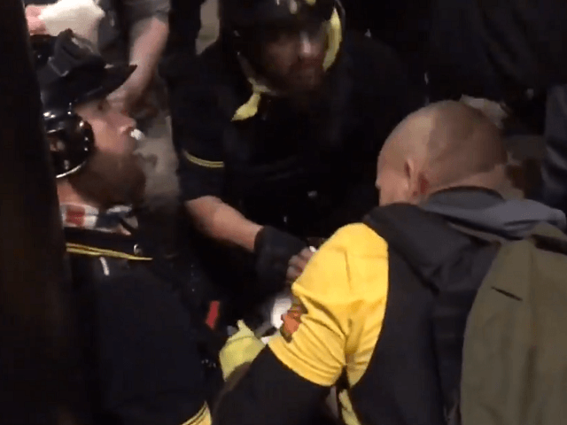 Násilníci z Antify a BLM pobodali několik fanoušků Trumpa (videa)