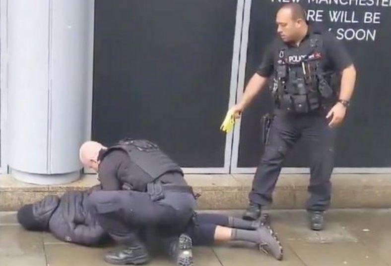 VB: Muslim pobodal servírku, je údajně duševně nemocný