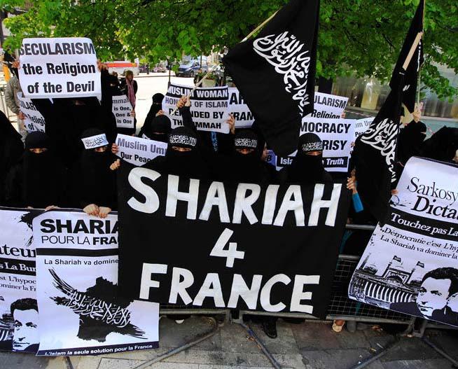 Francouz se snažil získat od muslimských vetřelců ukradené synovo kolo, málem ho zabili (video)