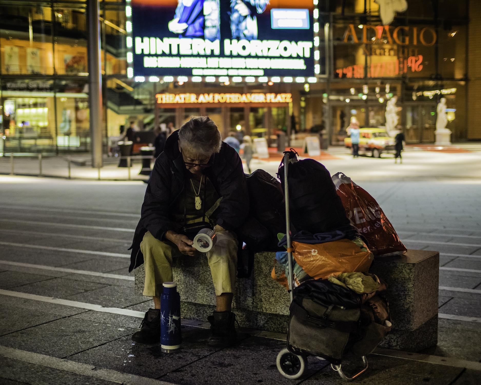 V Německu mají muslimští vetřelci přednost před německými bezdomovci