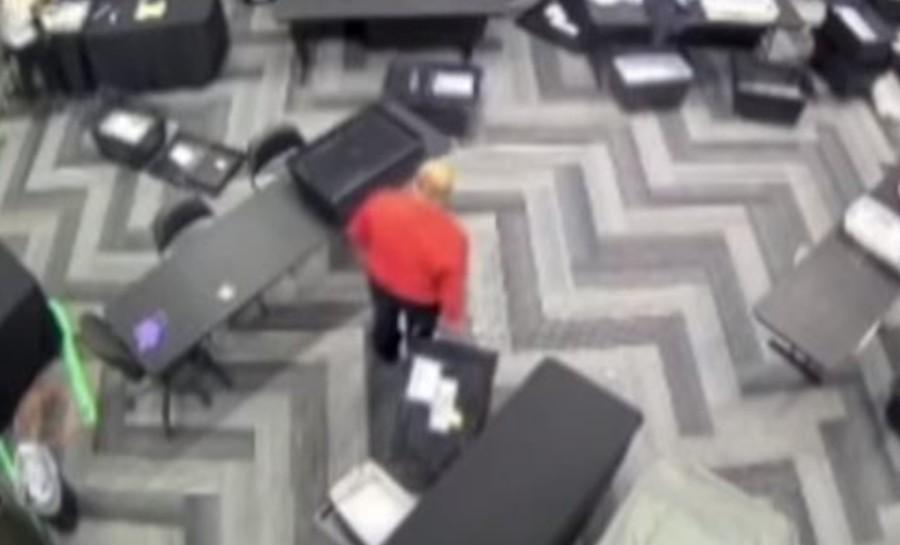 Zatím asi nejjasnější důkaz volební manipulace můžete vidět na videu z Atlanty