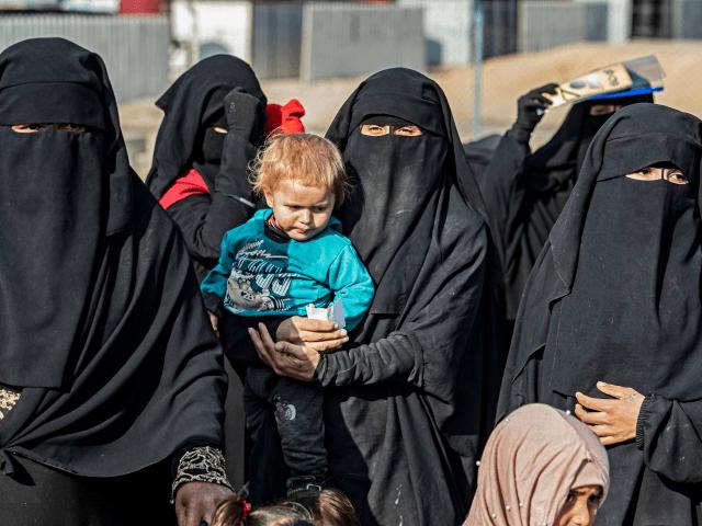 Německá fanatická konvertitka k islámu odjela bojovat do Sýrie s tříletou dcerou