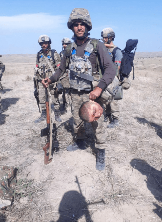 Brutální masakry Arménců rukou Ázerbájdžánců a Turků (video)
