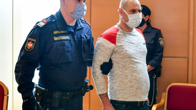 Rakousko: Afghánec dostal doživotí za dvojnásobnou vraždu nedaleko českých hranic