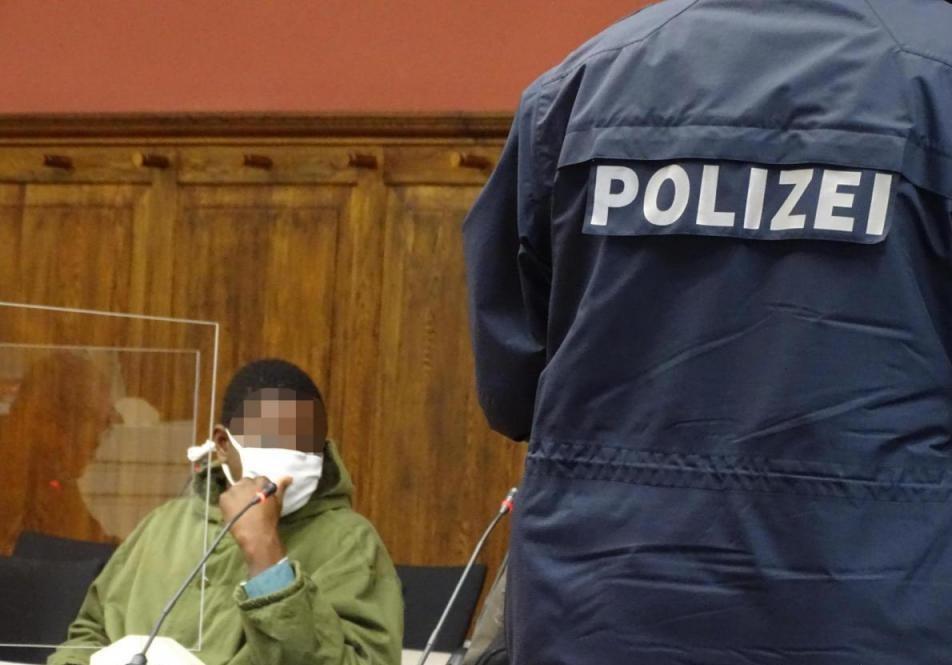 Násilný Afričan se u soudu hájil tím, že netušil, že v Německu nemůže jen tak znásilňovat