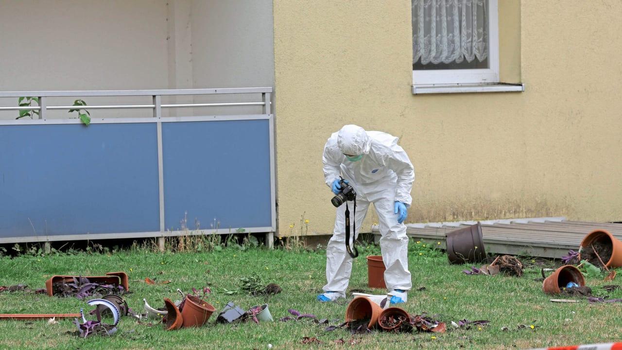 Německo: Afghánec ubodal na balkóně manželku, ta si vlastní vraždu nahrála