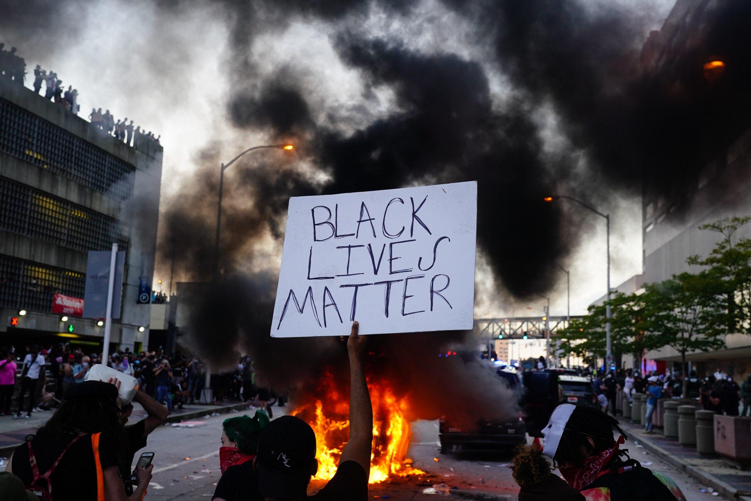 Cenu za mezinárodní porozumění a bezpečnost dostali násilní rasisté z BLM