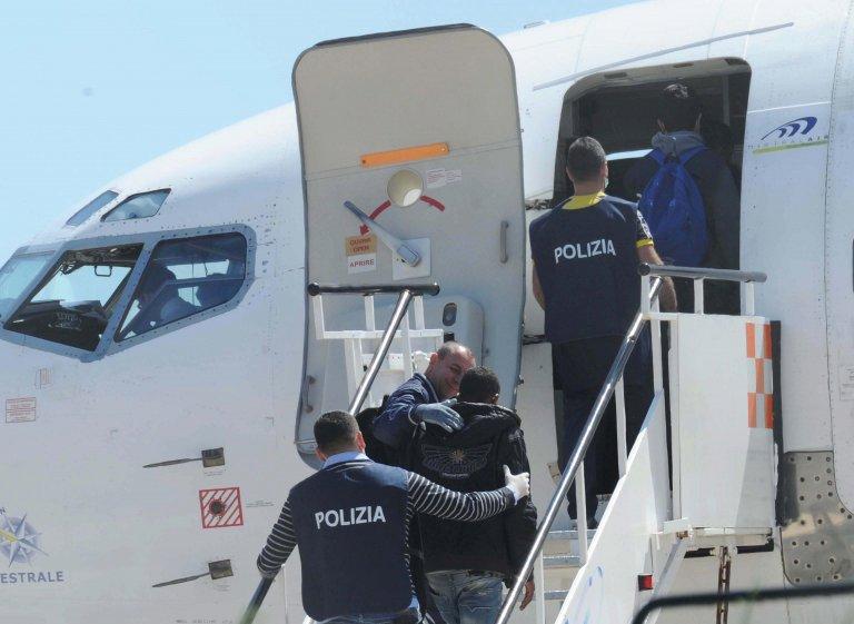 Vetřelci berou deportace jako dovolenou, pak se vracejí do Evropy