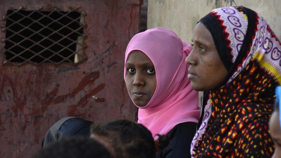 Německo: Afričanka si stěžuje, že jí 364 eur kapesného nestačí, chce víc