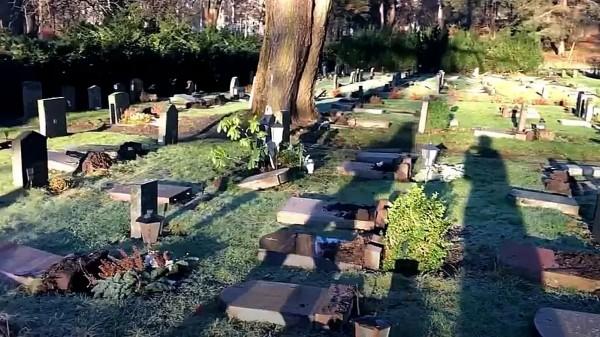 Švédsko: Na hřbitově nedaleko muslimského ghetta byly opakovaně poničeny náhrobky