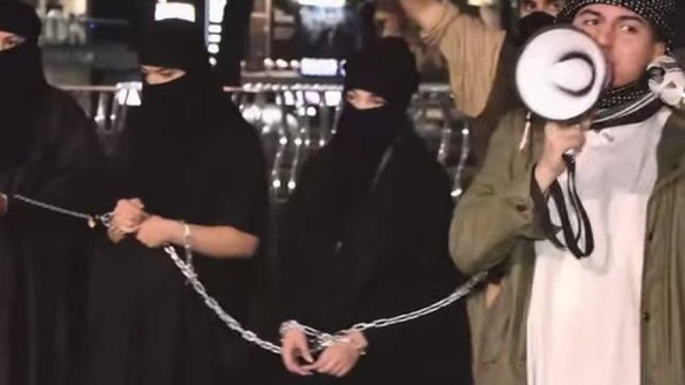 Francouzský džihádista si ze štědré sociálky a půjček kupoval sexuální otrokyně