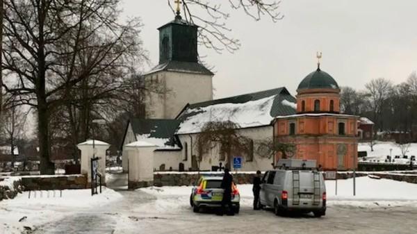 V islamizované stockholmské čtvrti byl opakovaně zapálen kostel