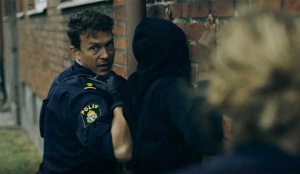 Švédský filmový štáb natáčel detektivku v Malmö, dostal se do potyčky muslimských gangů
