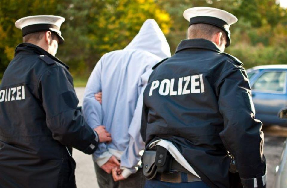 Tuniský vetřelec se dobýval s nožem v ruce do dvou bytů v Drážďanech