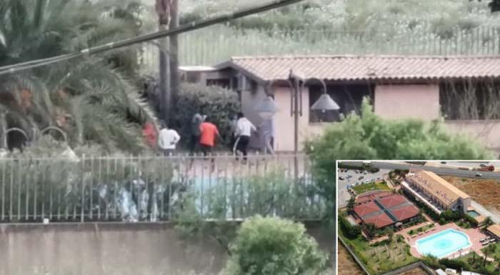 Afričtí vetřelci z Open Arms se vylodili na Sicílii, poté byli ubytováni v luxusu