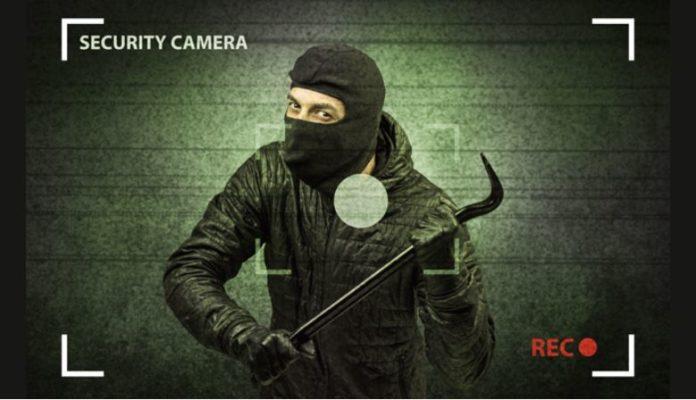 Členové arabských klanů se opakovaně vloupali do policejních objektů, aby zničili důkazy trestné činnosti