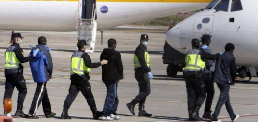 Španělská vláda dál tajně převáží africké vetřelce z Kanárských ostrovů na evropskou pevninu