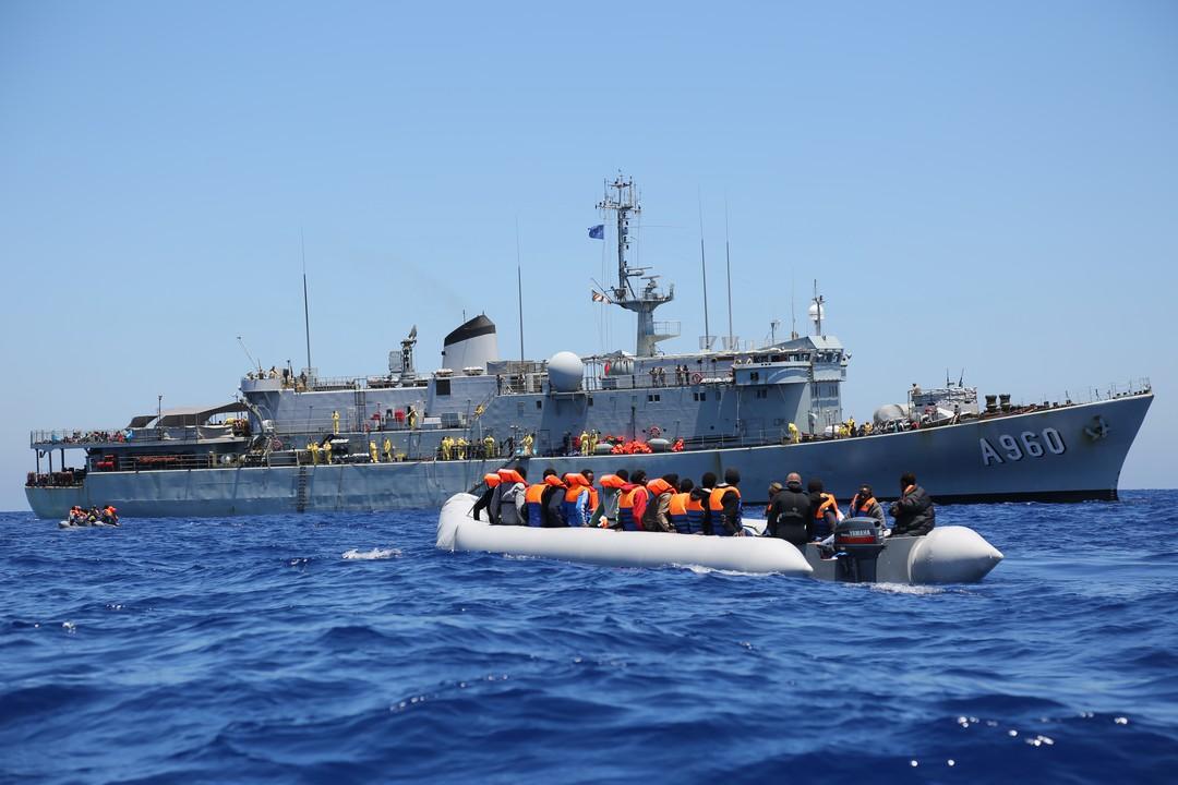 Pašerácké neziskovky žalují Frontex