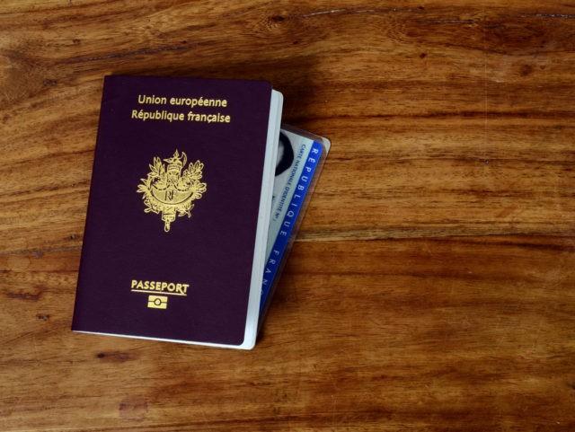 Francouzka si stěžuje, že ji její africký manžel využil ke získání občanství