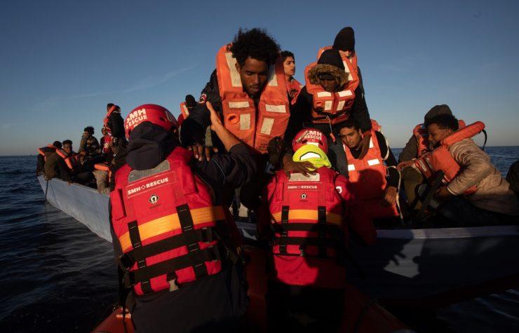 Lodě neziskovek už ani nestíhají lovit, tentokrát přivezly hlavně Somálce