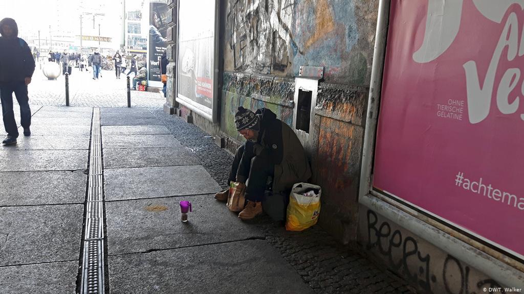Zatímco Němci vítají další a další vetřelce, jejich vlastní občané se stále častěji stávají bezdomovci (video)