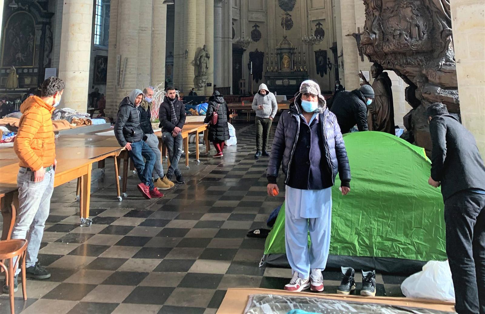 Nelegální muslimští vetřelci obsadili bruselský kostel (video)