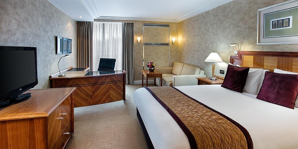 Podívejte se, jak vypadají hotely,  v nichž jsou ve Velké Británii ubytováni nelegální invazisté