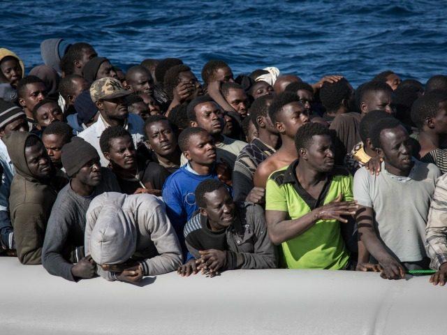 I nová italská vláda pod vedením Draghiho vítá africké vetřelce