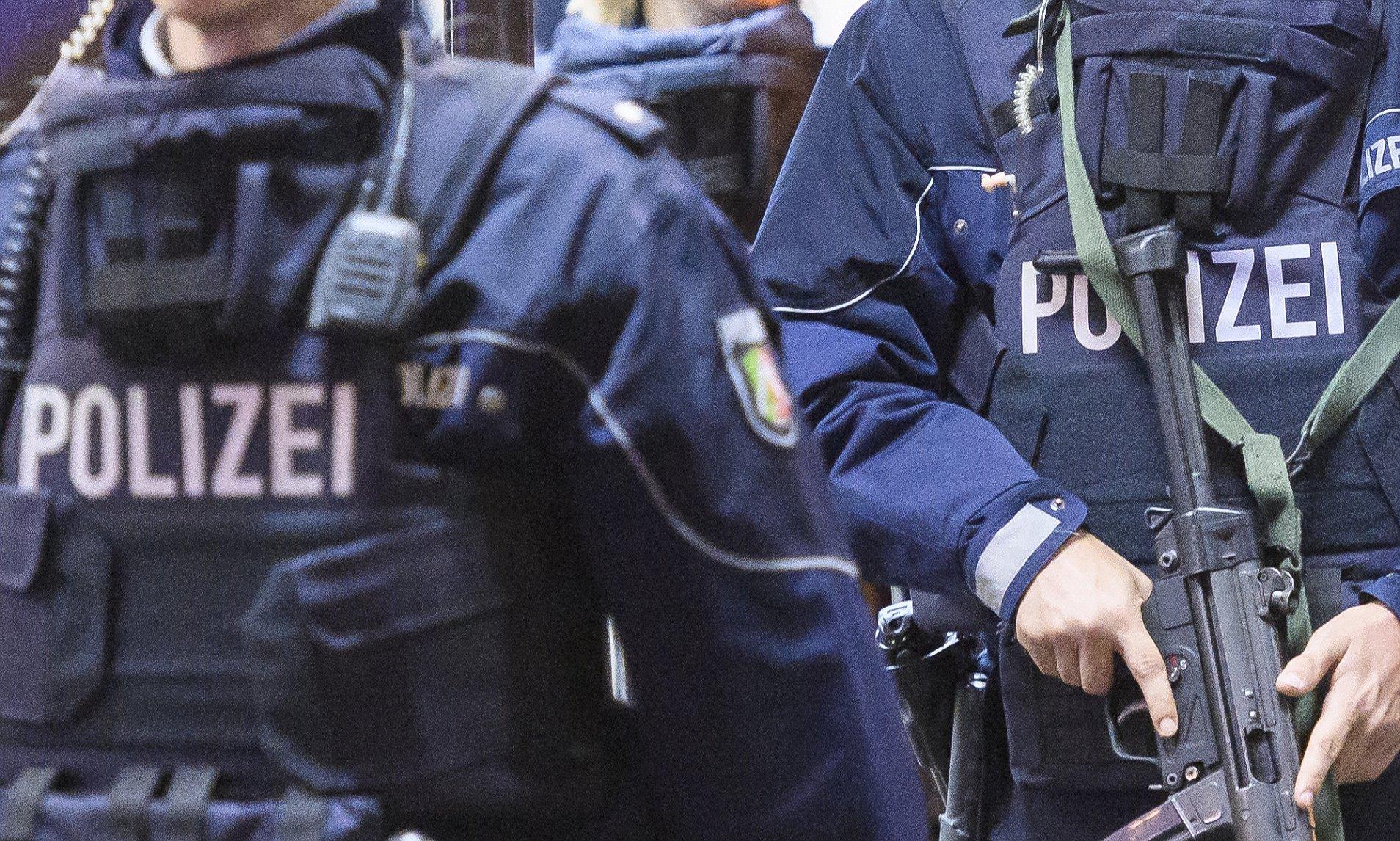 V Německu a Dánsku zatkli 14 džihádistů, kteří chystali bombové útoky