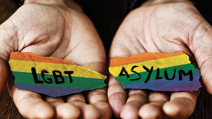 Nigerijský zločinec měl být vyhoštěn; když prohlásil, že je bisexuál, deportaci zastavili