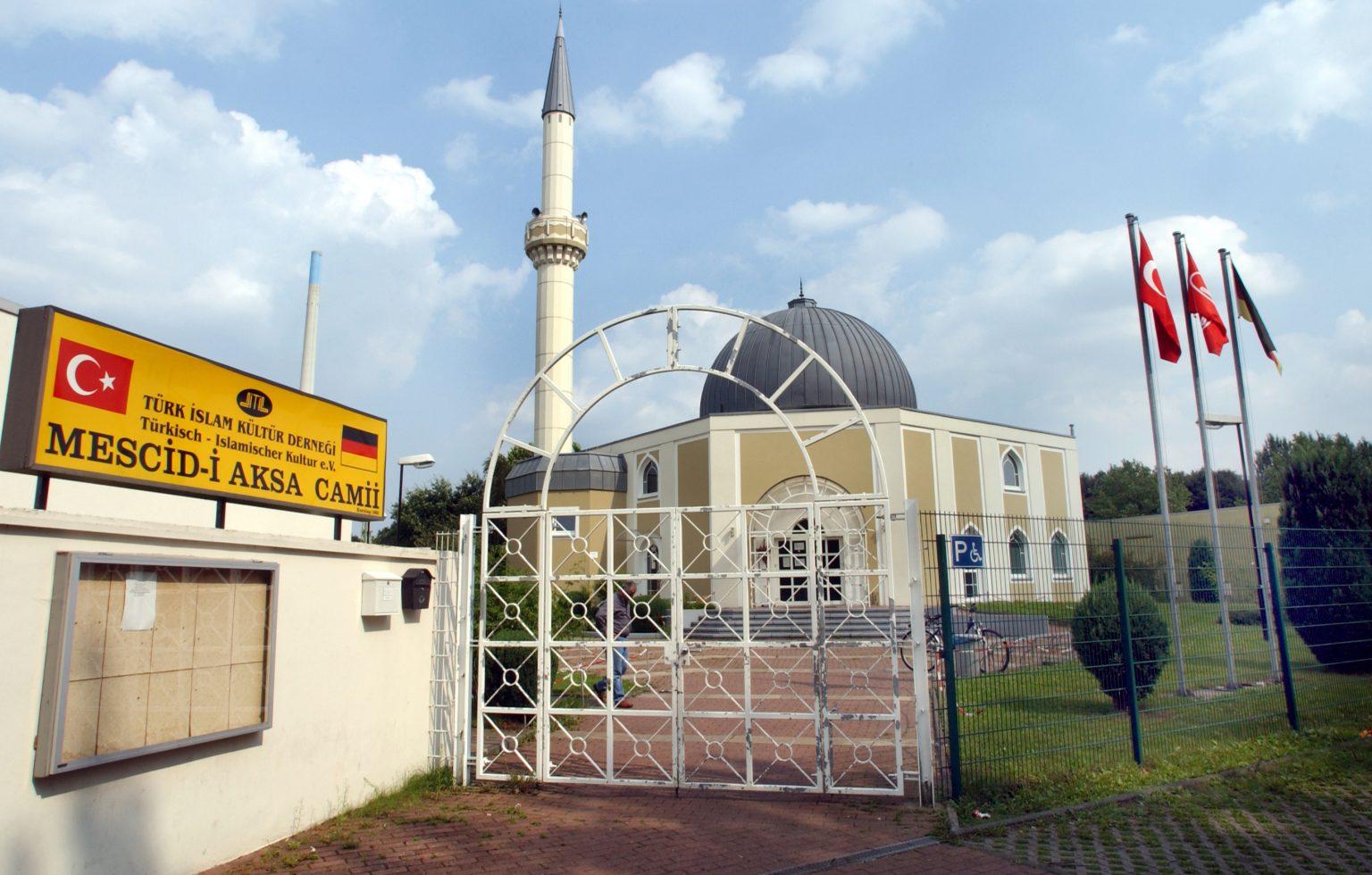 Německo: Zelení jako opora muezzinů, křičících z mešity