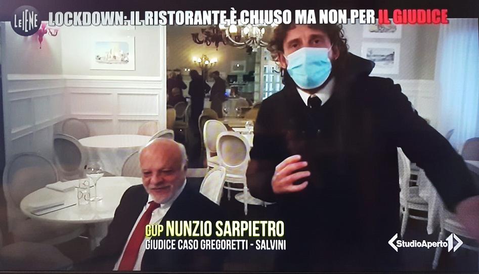 Soudce, který šel po krku Salvinimu, byl přistižen v restauraci v době, kdy musela být uzavřena