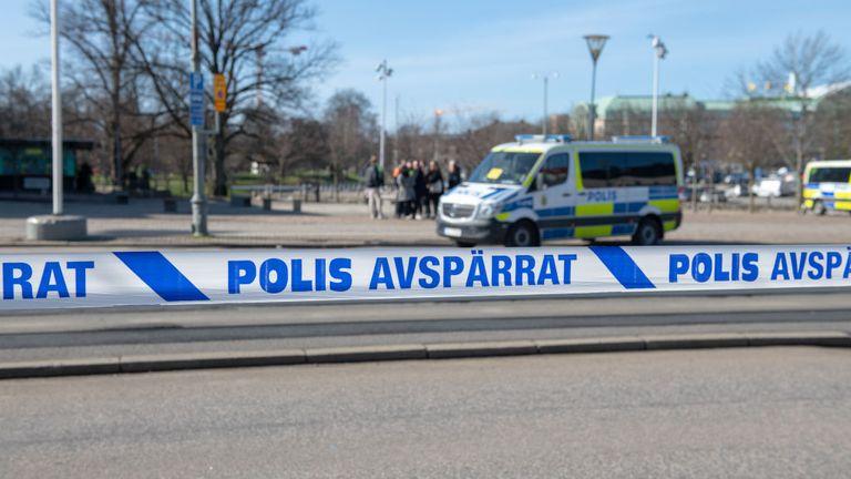 Muž tmavší pleti vyhodil do povětří lékařskou ordinaci v Göteborgu (video)
