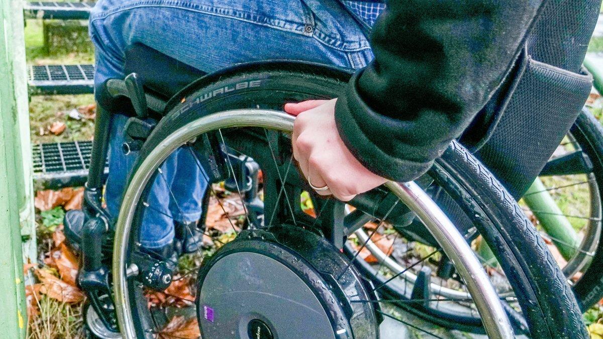 Hamburk: Arabové přepadli, týrali a okradli vozíčkáře