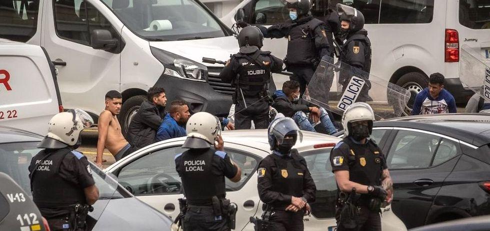 Další násilné protesty na Kanárských ostrovech, tentokrát kvůli jídlu (videa)