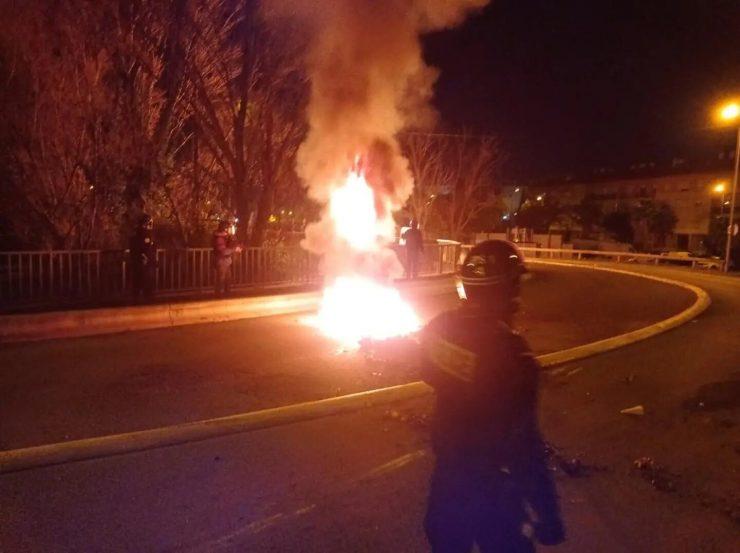 Muslimské gangy denně útočí na francouzské policisty (videa)