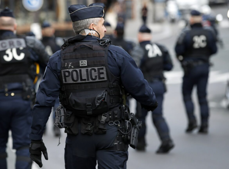 Potyčka v ulicích Marseille – mohamedán s nožem versus policie (video)