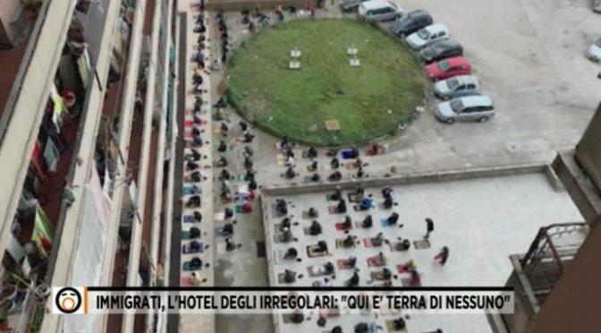 Podívejte se, v čem v Itálii žijí přivandrovalci (video)