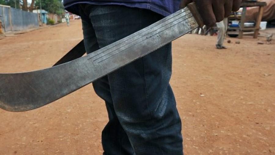Mohamedáni se pobili v ulicích britského Birminghamu kladivem a mačetou (video)