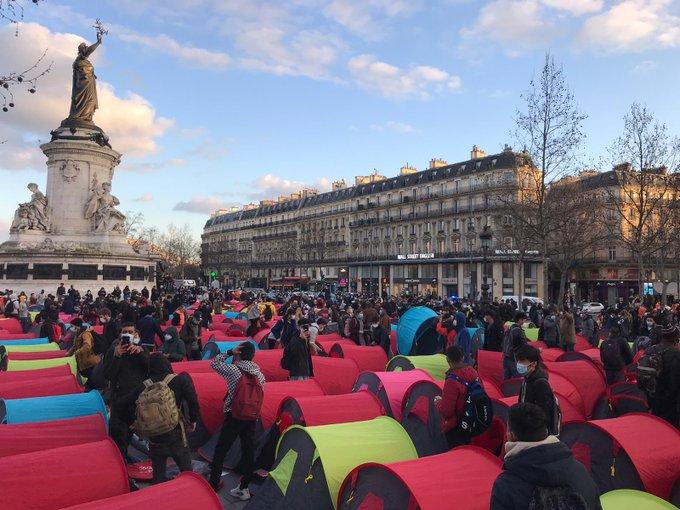 Invaze vetřelců v centru Paříže (video)